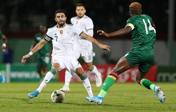 Algerian player Mahrez Riyad Karim (L) and Zambia player Kabaso Chongo (R) fight for the balle during qualifications at the 2021 African Nations Cup of Nations soccer match at Mustapha Tchaker Stadium in Blida , Algeria  14 novembre 2019.